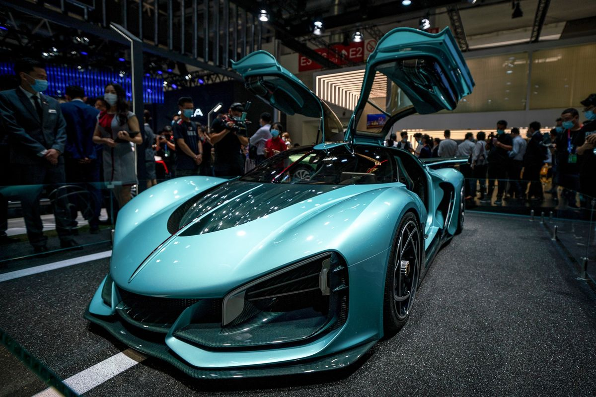 bloomberg.com - Emma O'Brien - Flying Cars - and Face Masks - at the Only Major Auto Show of 2020