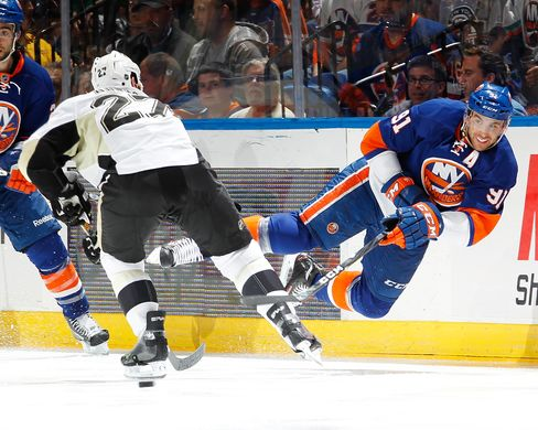 Islanders Defeat Penguins 6-4 to Even NHL Playoff Series at 2-2