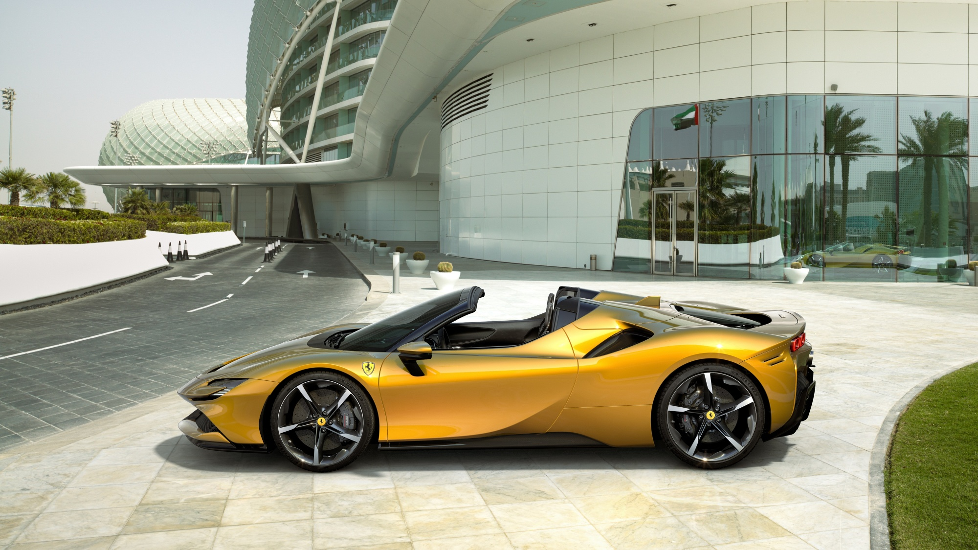 Ferrari S First Plug In Hybrid Convertible Packs Powerful Punch Bloomberg
