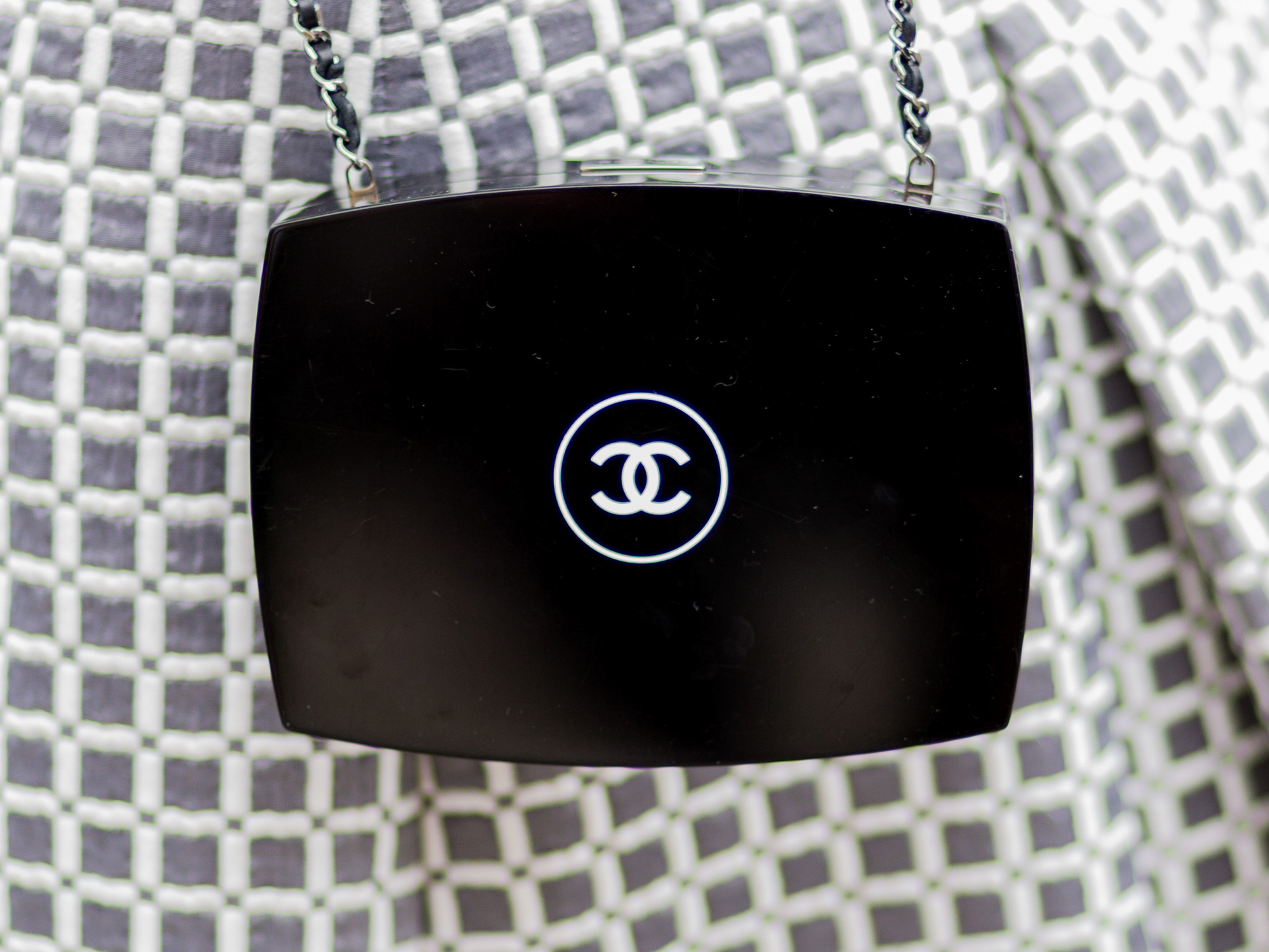 Chanel Loses EU Court Fight Over Logo Against Huawei - Bloomberg