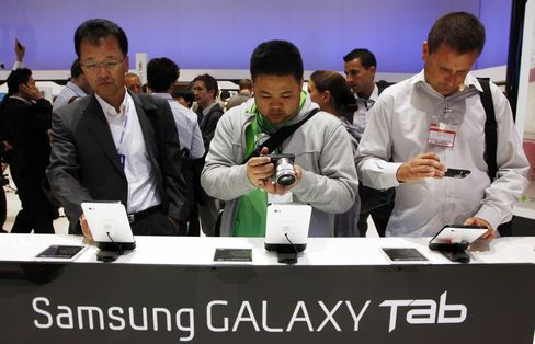 Samsung, Toshiba 'Me-Too' Tablets Seek to Battle IPad