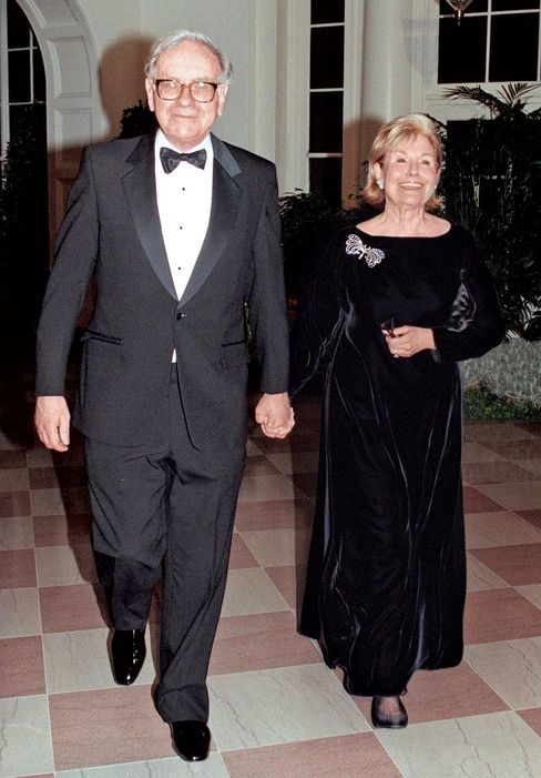 Warren and Susan Buffett at the White House in 1998.