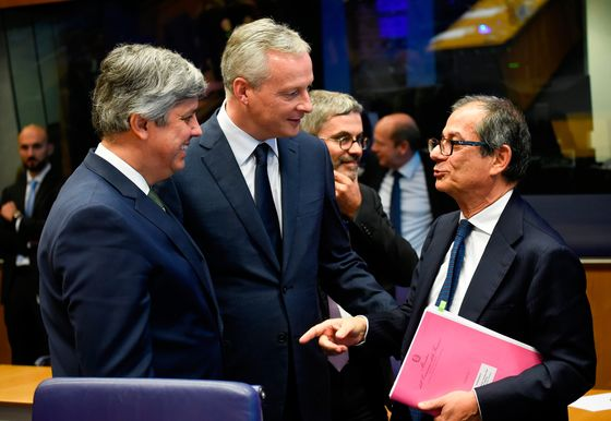 Euro Chiefs Dismayed by Italy's Budget as Juncker Evokes Greece