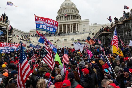 Pelosi, Democrats Strategizing Monday on Capitol Mob Response