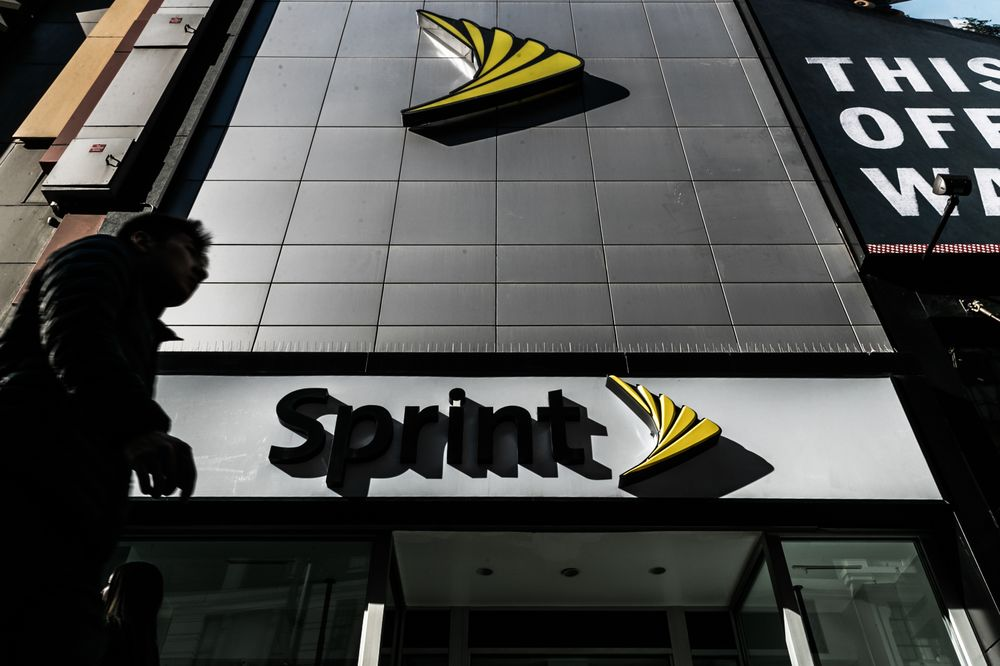 DOJ Leans Against Approving T-Mobile's Takeover of Sprint