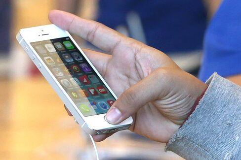 The Risks of the IPhone Fingerprint Lock