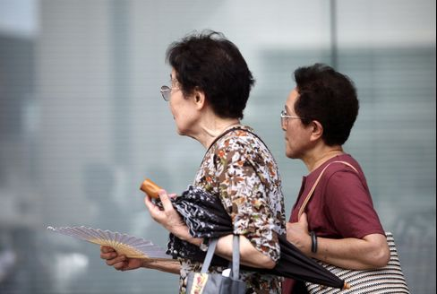 English Lessons at 85 Help Seniors Hold Down Japan Unemployment