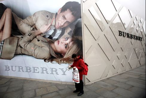 Burberry Leads Luxury Stocks Lower as Slowing Sales Fuel Concern