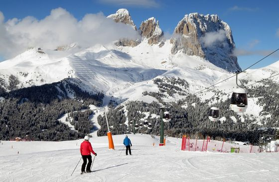 Ski in Italy? Not This Year as Virus Shuts Slopes Across Alps
