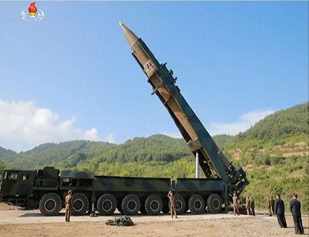 北朝鮮がミサイル発射、日本上空...