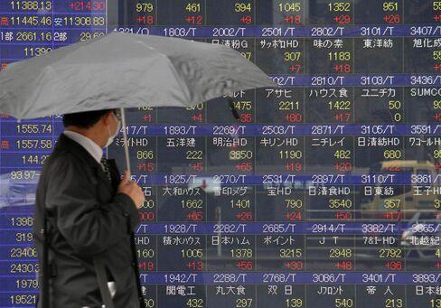 Asian Stocks Fall on Stronger Yen, Fading Optimism on Cyprus