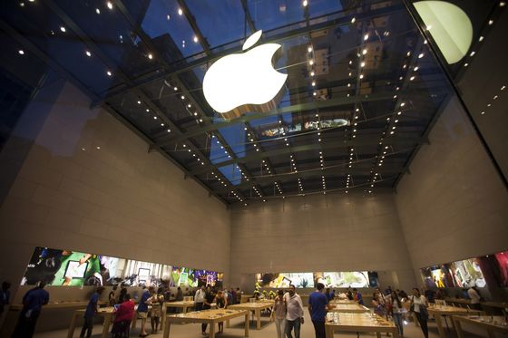 NYC Awaits Apple as Facebook, Google Pounce in Tech-Office Boom