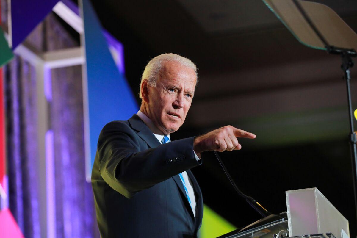 Biden Seeks to Keep Presidential Air as He Picks Away at Warren