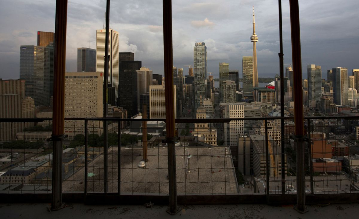 Canadian Indebtedness to Limit Rate-Hike Path, Economists Say