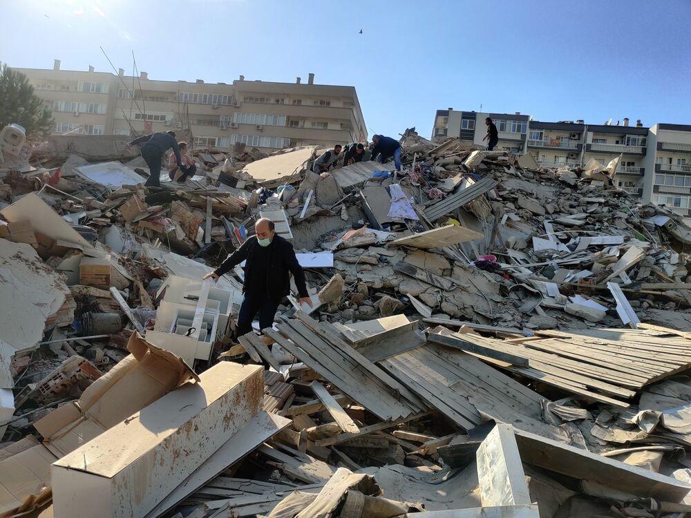 Earthquake Hits Turkey's Aegean Coast, Buildings Collapse - Bloomberg