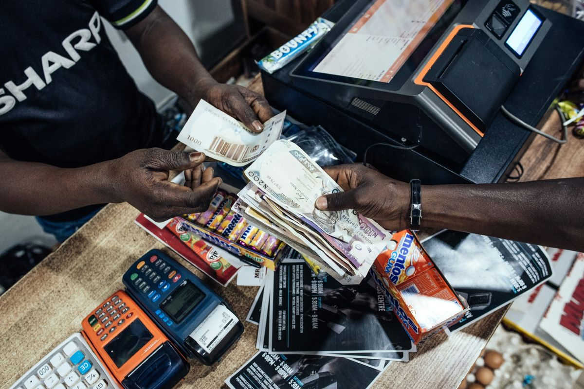 Nigeria Central Bank Devalues Official Exchange Rate by 5.5%