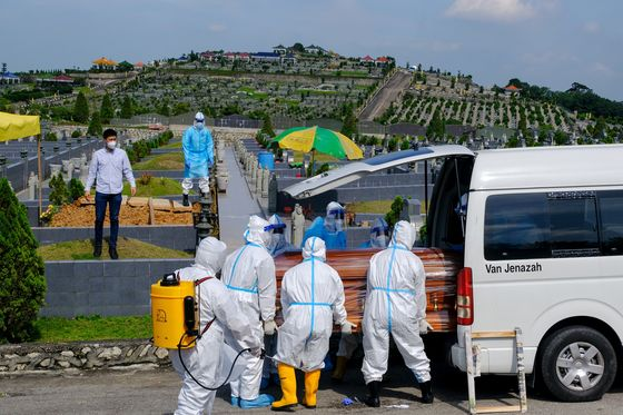 Here's What theNext Six Months of the Pandemic Will Bring