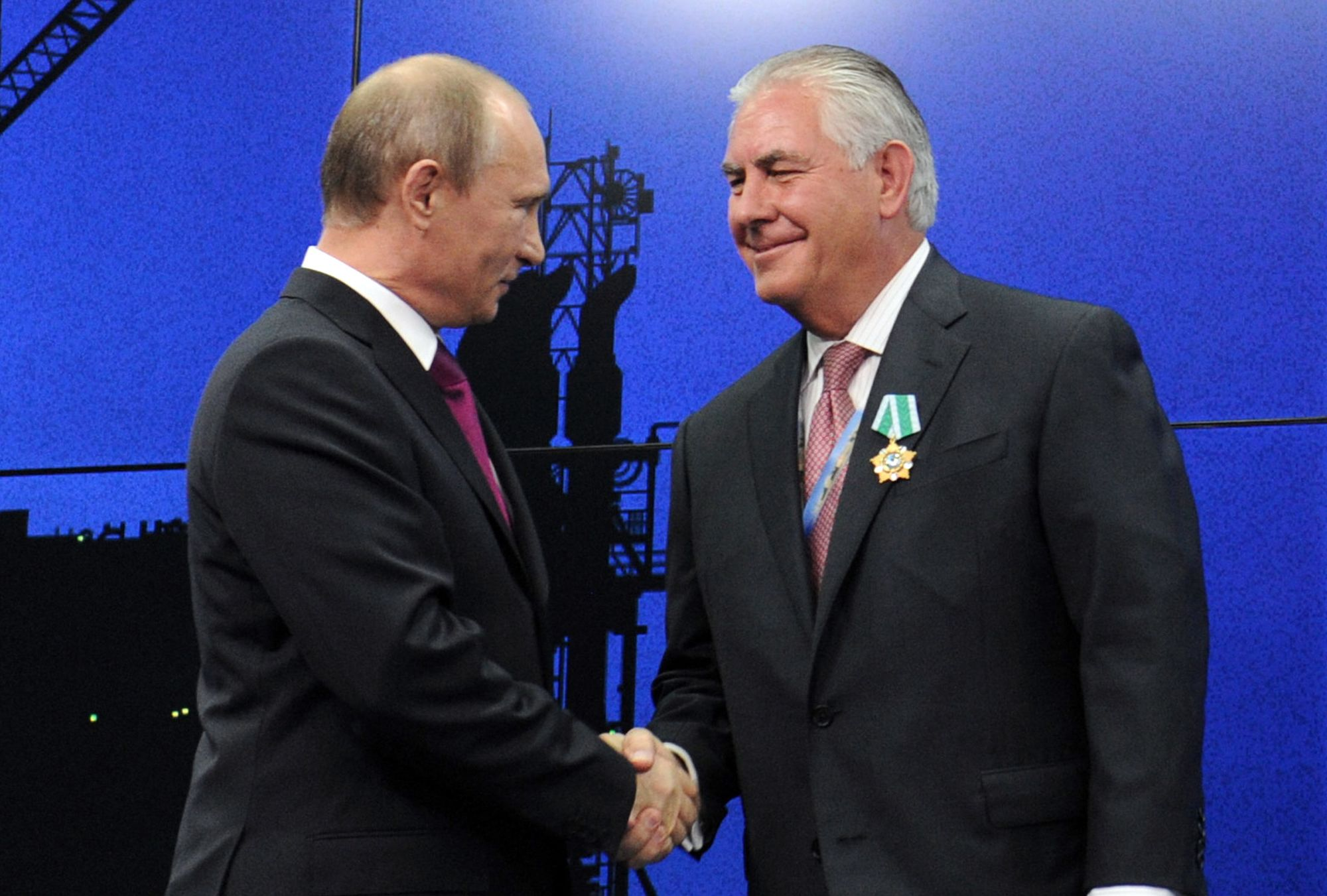 Putin Says Tillerson 'Fell in With Bad Company' thumbnail
