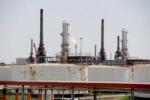 Rising Oil Prices Loom Over World Economic Recovery