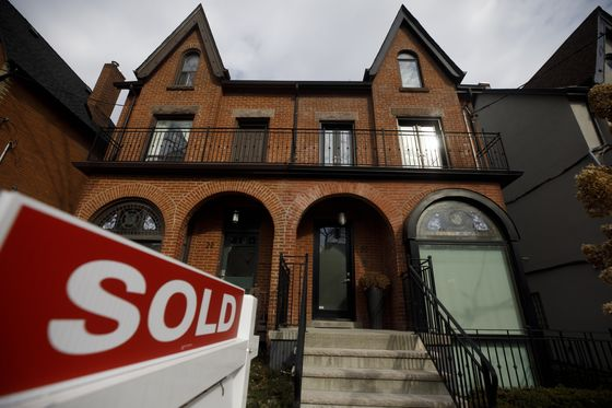 Toronto Home-Price Surge Tops 20% as Bubble Debate Heats Up