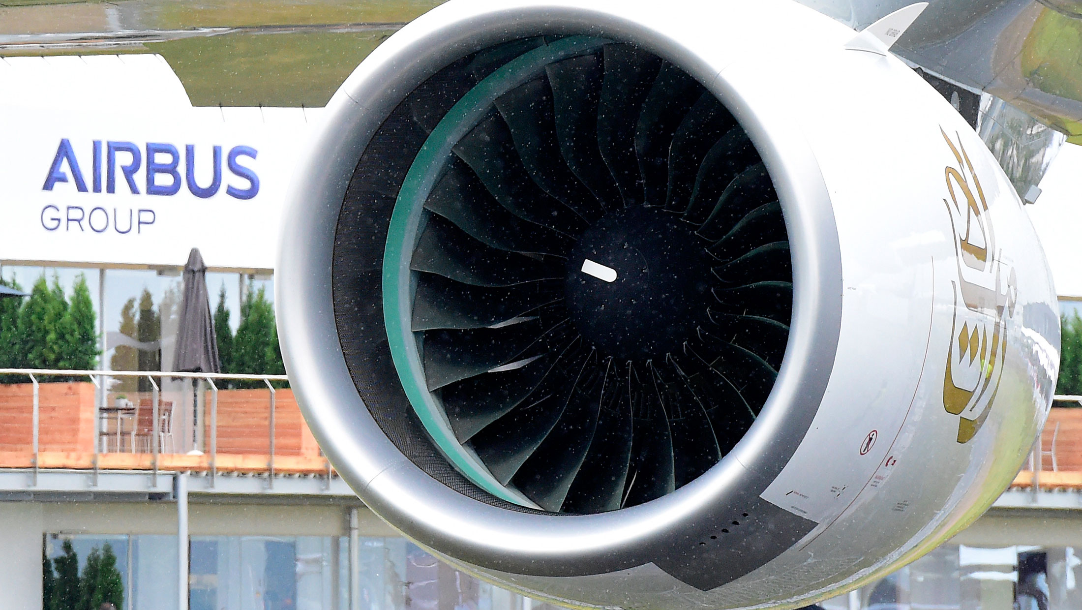 Emirates Says Rolls Royce s A380 Engines Not Up to Standard