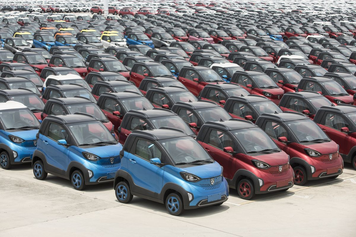 China Electric Car Chargers Fleet Outpaces U S Ev Stations Bloomberg