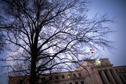 Four Fed Policy Makers See No Need to Ease With Economy
