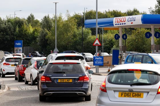 U.K. Relaxes Antitrust Rules, May Bring in Army to Boost Fuel Supplies