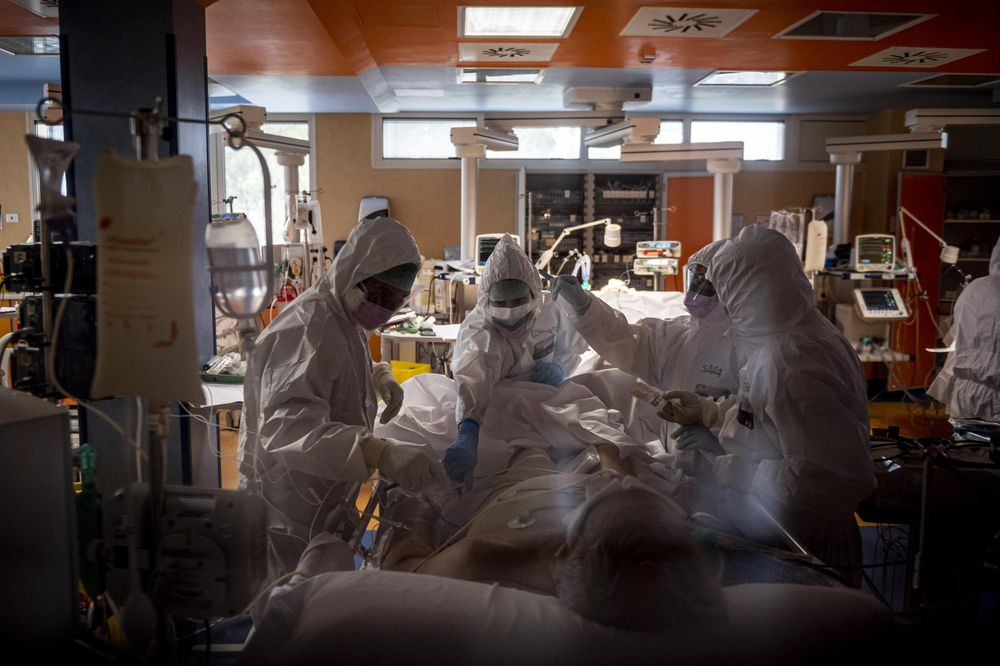 Doctors treat Covid-19 patients in an intensive care unit at a Hospital in Rome, Italy on March 26.
