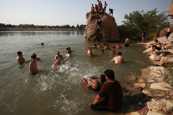 Record Heat Sets Off a Cascade of Suffering in Baghdad