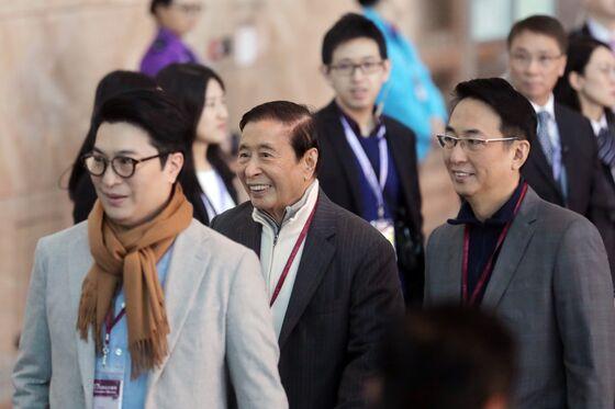 Li Ka-Shing's Son Stumbles in Year Since Father's Retirement