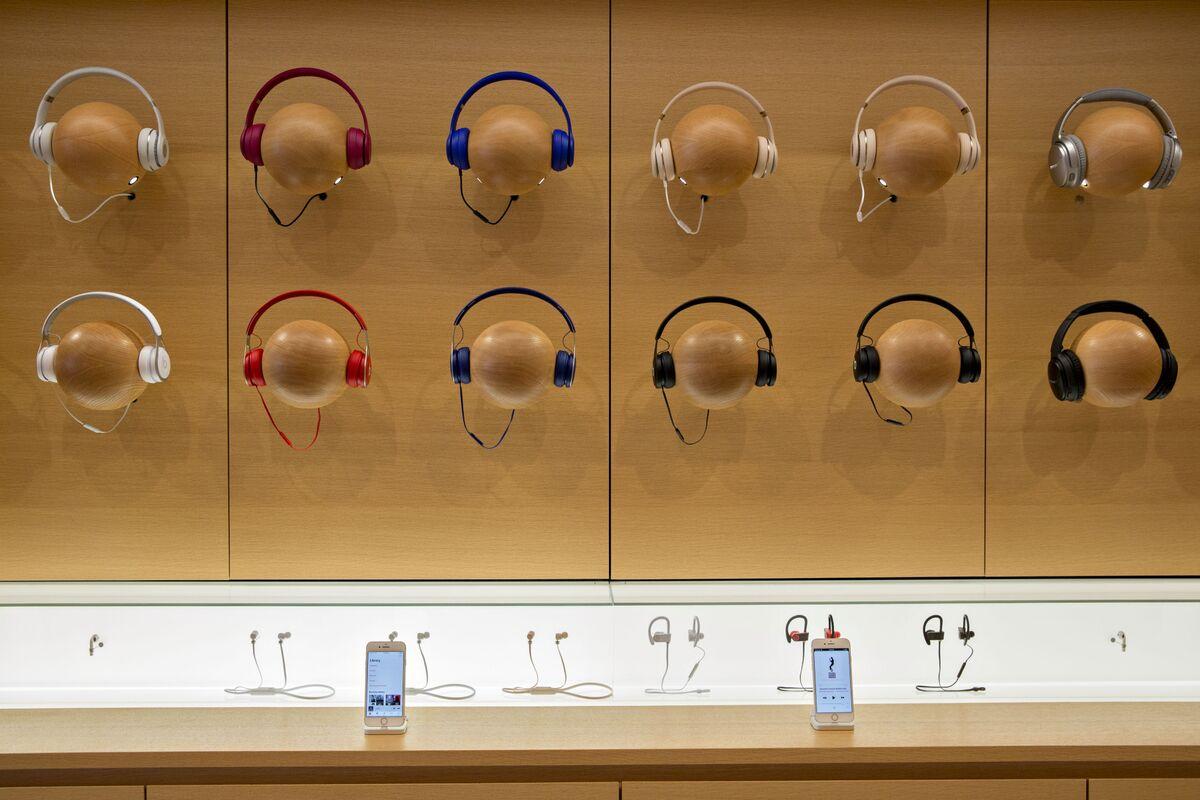 Apple Stops Selling Rival Earphones, Speakers Ahead of Launches