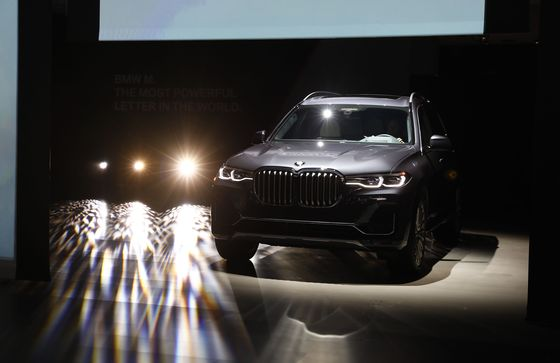 BMW Rolls Out Its Three-Row SUV Monster After 10-Year Wait