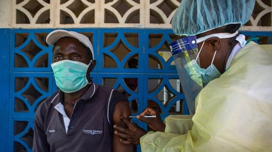 Africa Vaccine Drive Slowed by Indemnity Spat, Pfizer Choice