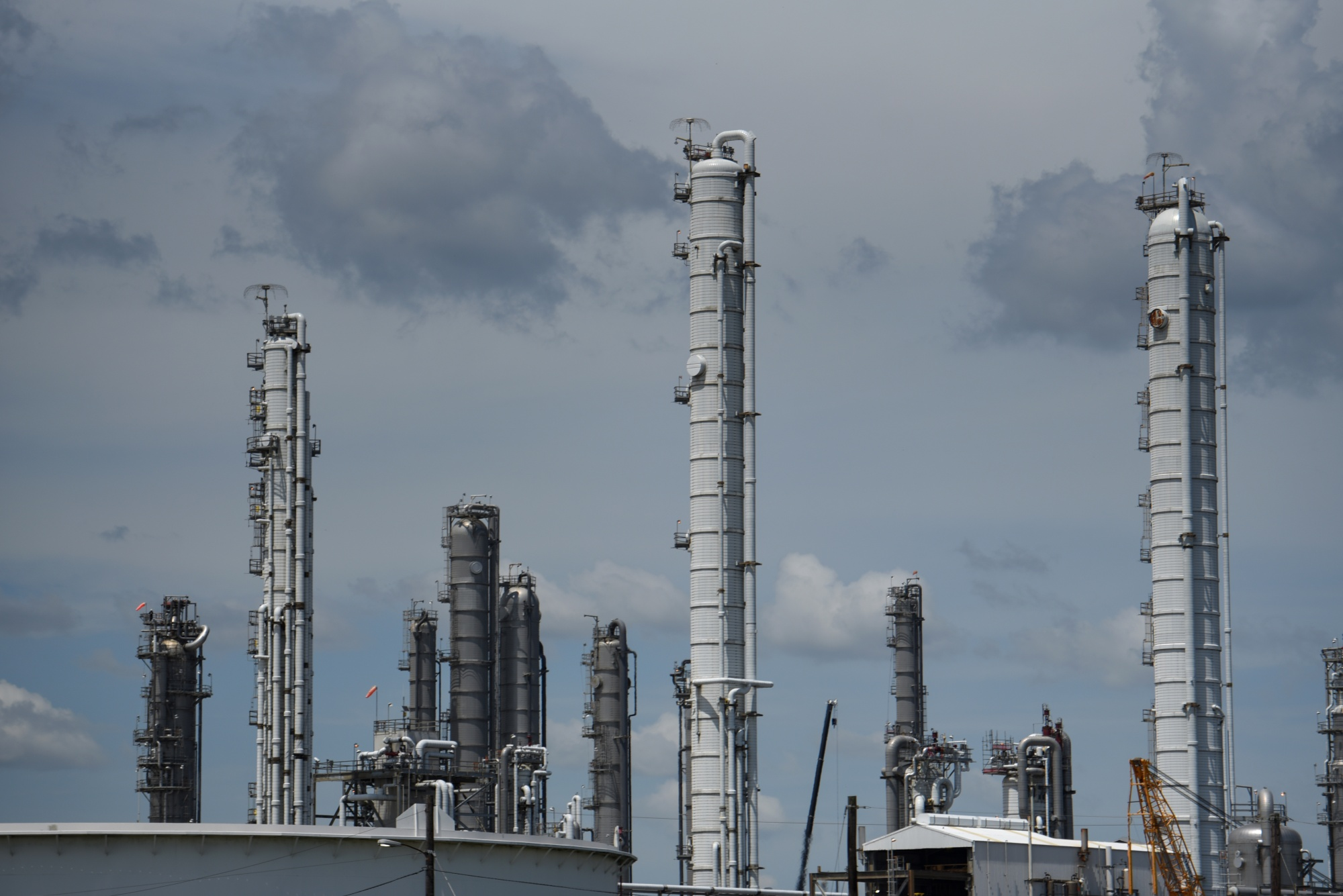 Motiva, Total Port Arthur Refineries Weigh Closing Before Storms