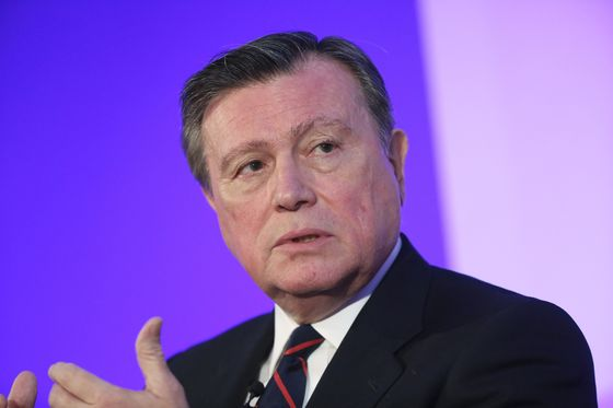 StanChart Chairman Sounds Out Bankers to Replace CEO Winters