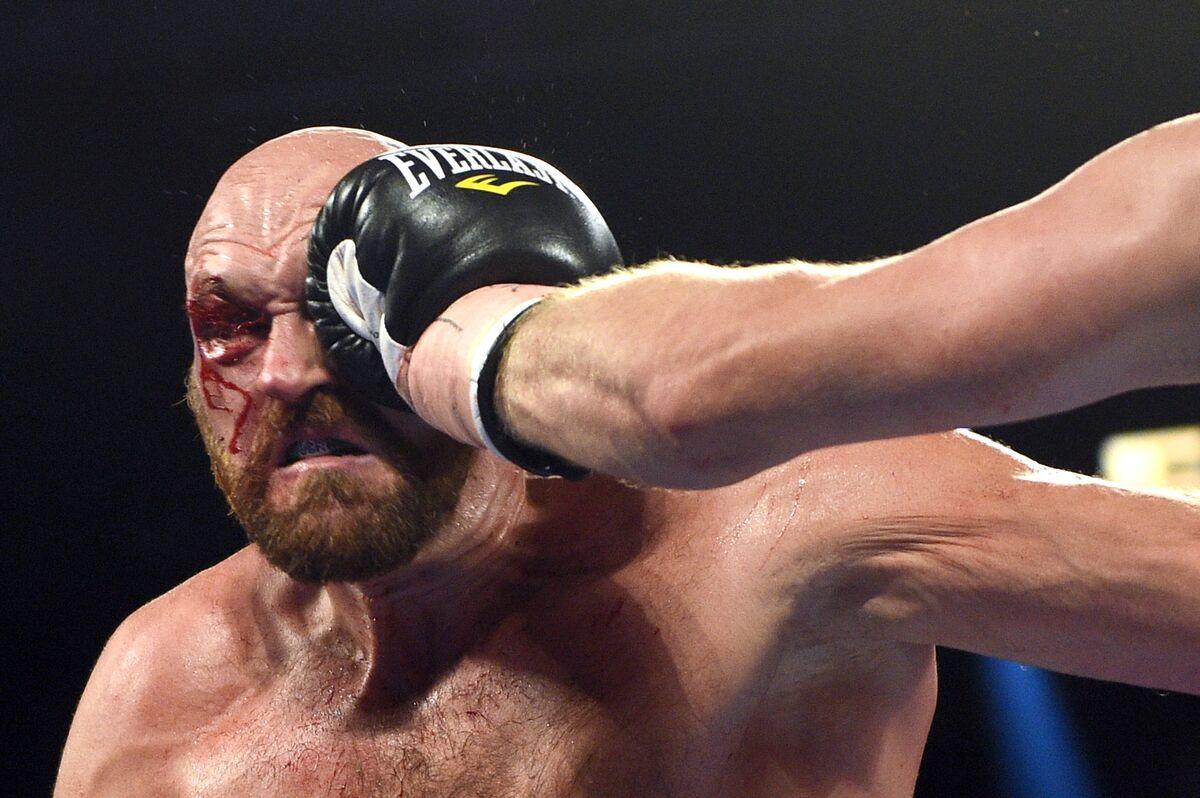 Fury Overcomes Bloody Cut Over Eye to Beat Wallin