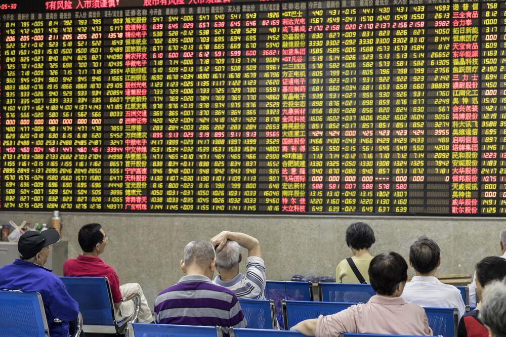 Asia Stocks Gain on Fresh Trade Hopes; Yields Rise: Markets Wrap