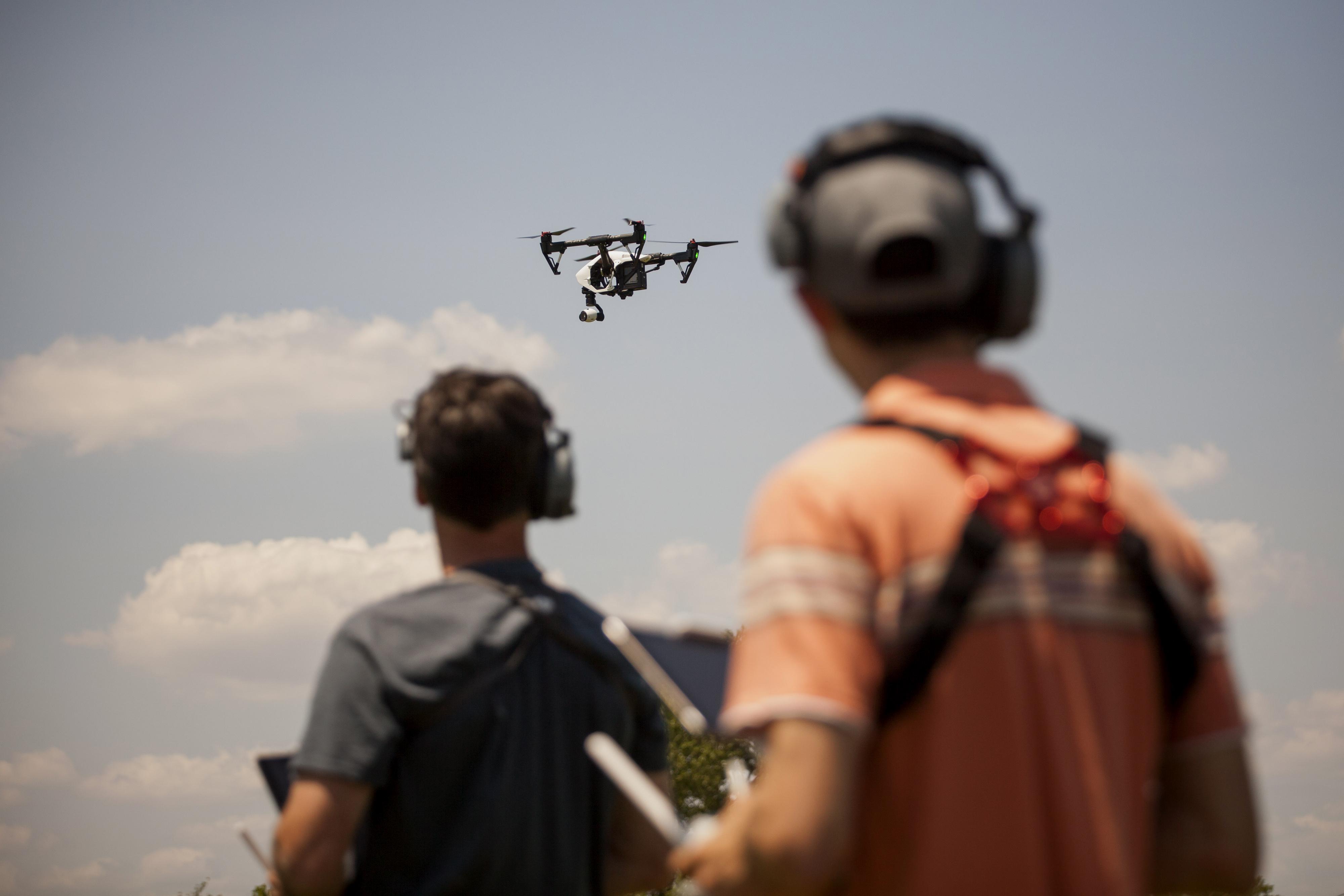 bloomberg.com - Alan Levin - Groundbreaking U.S. Plan Would Permit Drone Flights Over Crowds