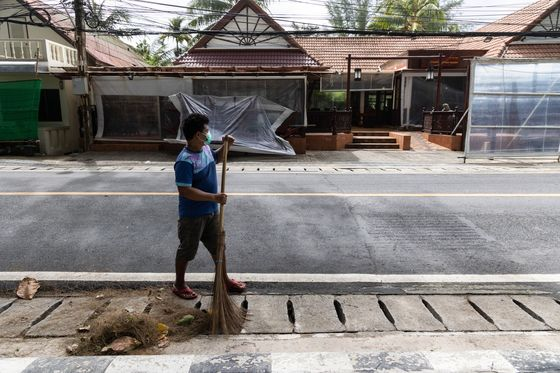 Thailand Ready to Tackle Outbreak From Reopening, Minister Says