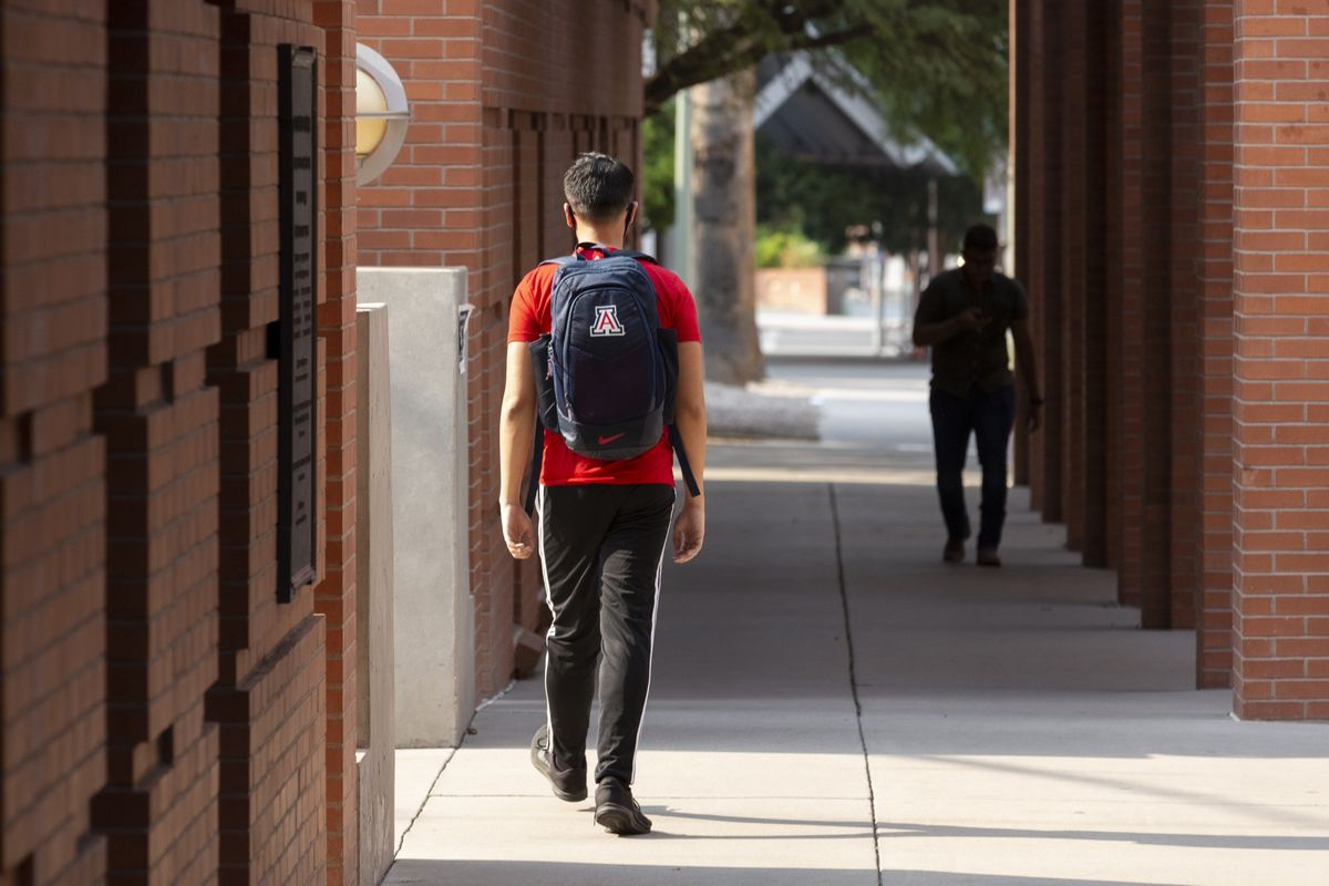 New Students at U.S. Colleges Decline, Worsening Campus Crisis