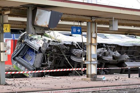 French Wreck Reveals Hidden Danger in Its Vaunted Train System