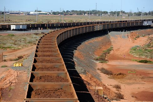 Billionaire Rinehart Builds Rails as Iron Ore Plunges
