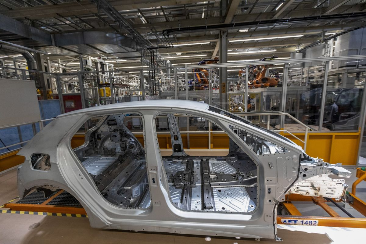 Prospects for German Economy Are Gloomy Even as Orders Increase
