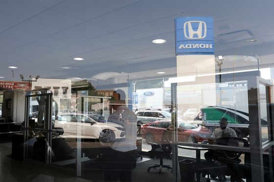 Used-Car Frenzy Makes for Record Prices, 'Cutthroat'Sales Floor