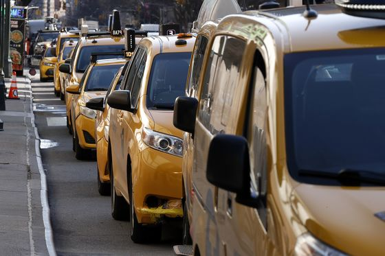 Uber, Lyft Driver Shortage Boosts Business for New York's Taxis