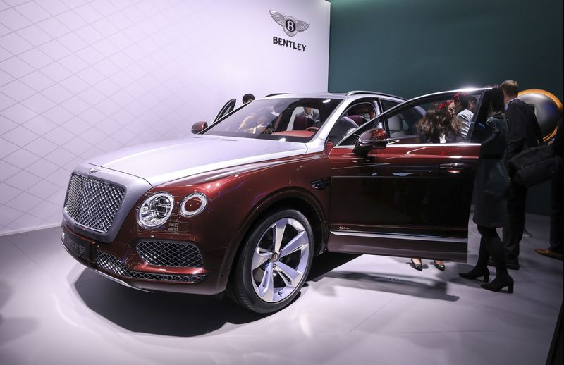 World Debut: Bentley Enters Hybrid Territory With Bentayga SUV ...