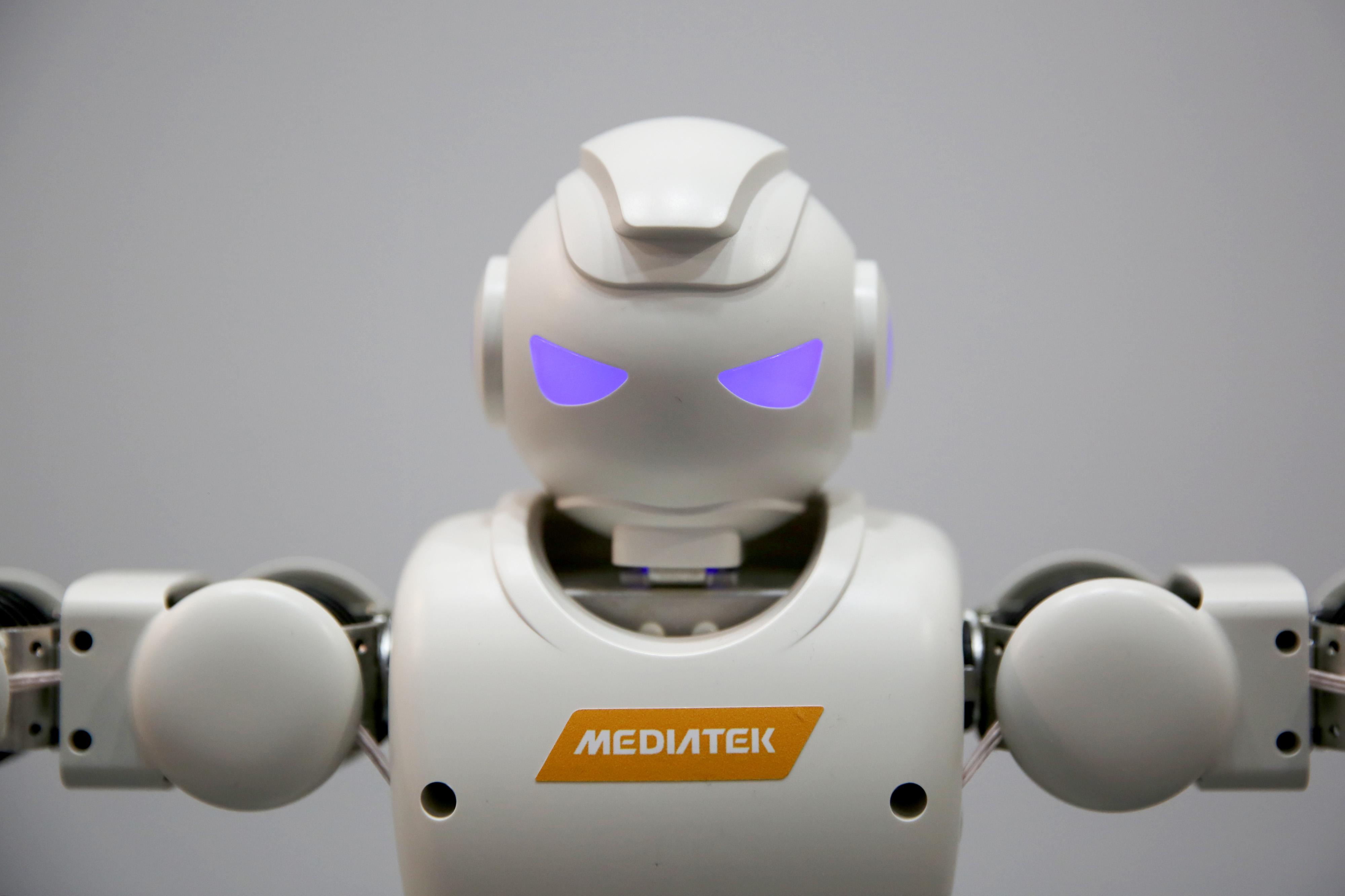 bloomberg.com - Mark Buchanan - Big Data Won't Build a Better Robot