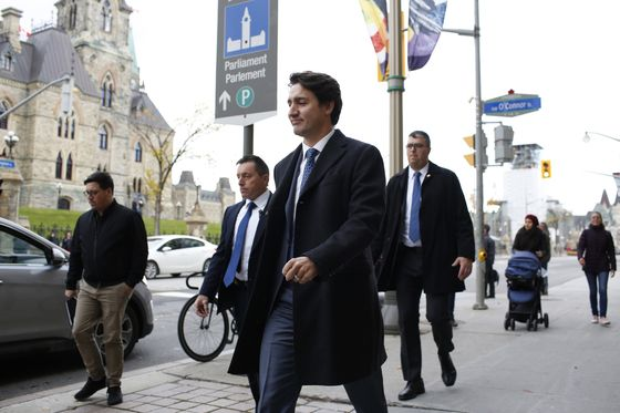 Trudeau Faces Low Expectations for His Economic Plan After Vote