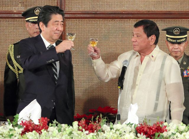 Breakfast at Rodrigo Duterte's as Shinzo Abe samples Philippine leader's simple style